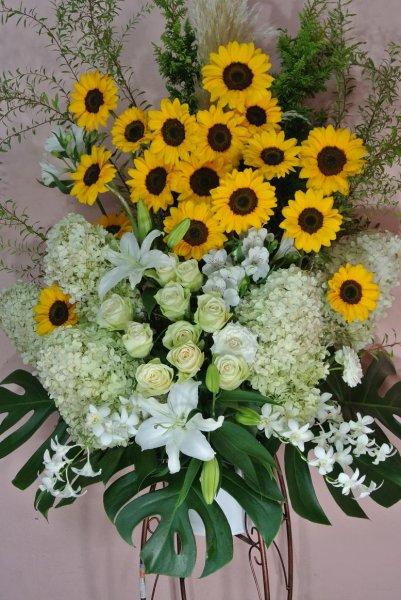 画像1: スタンド花 季節のお花でお任せ 1段【予算 15000円】 (1)